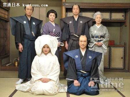 新娘 曝光/后排:西村雅彦、松坂庆子、中村雅俊、草笛光子