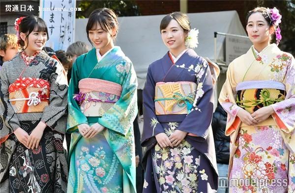 大园桃子、山下美月、渡边米丽爱、向井叶月盛装出席成人式。